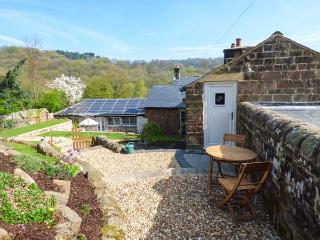 LOFT COTTAGE, cosy romantic cottage, en-suite, parking, private patio, Whatstandwell, Ref. 25448 - Whatstandwell vacation rentals