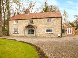 KELD HEAD FARMHOUSE, detached period property, original beams, woodburner, WiFi, enclosed garden, in Pickering, Ref 919140 - Pickering vacation rentals