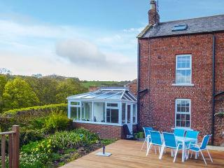 CROFT FARM COTTAGE, semi-detached, WiFi, underfloor heating in conservatory, good walking nearby, close to Robin Hood's Bay, Ref 924891 - Fylingthorpe vacation rentals