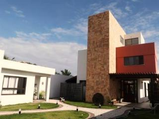 Superb House - Beach, Pool and Forest !! - Lauro de Freitas vacation rentals