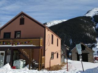 Highly-Rated -Adventure-themed - Hot Tub & More! - Silverton vacation rentals
