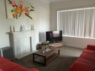VILLA LE-SANDS SYDNEY - 10 min to CBD, Sleeps 10 - Brighton le Sands vacation rentals