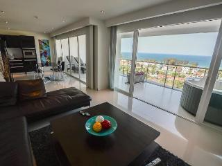 2 BDRS, WITH WONDERFULL SEA VIEW (A11) - Karon vacation rentals