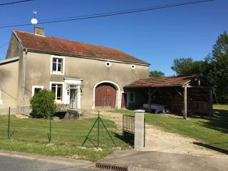Beautiful 3 bedroom Bourbonne-les-Bains Gite with Central Heating - Bourbonne-les-Bains vacation rentals