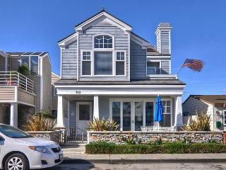 ROOF TOP DECK Balboa Island 3 STORY home ONYX Close to Beach PAC MAN ARCADE - Newport Beach vacation rentals