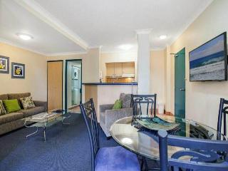2 bedroom Condo with Deck in Broadbeach - Broadbeach vacation rentals