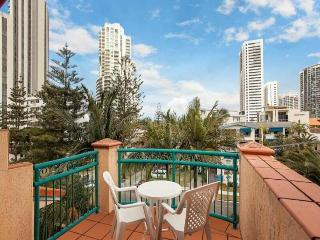 Broadbeach Studio apartment on the beach - Broadbeach vacation rentals