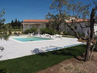 Bright 4 bedroom Villa in Eygalieres with Internet Access - Eygalieres vacation rentals