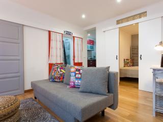 161 FLH Alfama Sophisticated Apartment - Lisboa vacation rentals