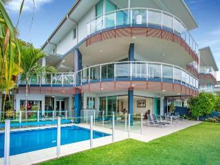 Nice Condo with A/C and Television - Hamilton Island vacation rentals