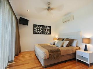 Cozy 2 bedroom Condo in Hamilton Island with A/C - Hamilton Island vacation rentals