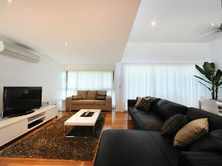 Pinnacle Apartment 6 - Hamilton Island vacation rentals