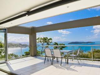 Cozy 3 bedroom Hamilton Island Apartment with A/C - Hamilton Island vacation rentals
