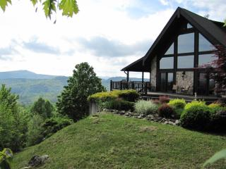 Lovely Cottage with Deck and A/C - Cullowhee vacation rentals