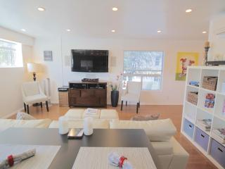 5 star 2 bed Modern w/Chef's Kitchen & Small Patio - Los Angeles vacation rentals