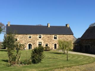 Les Clos - Luxury Farmhouse nr  Dinan & Jugon Lake - Plenee-Jugon vacation rentals