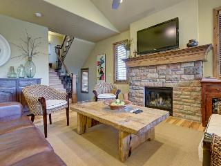 Mountain chateau w/ hot tub, close to slopes and shores! - Heber City vacation rentals