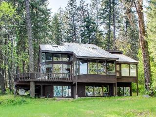 Lakeside family hideaway w/private dock. Recently updated! - Spirit Lake vacation rentals