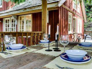 Memorable riverfront lodge with stone patio, luxe outdoor dining, & fireplace. - Rhododendron vacation rentals