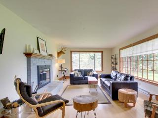 Close to the Columbia Gorge with a huge yard, gas grill! - Hood River vacation rentals
