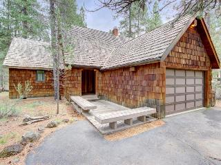 Cozy lodge w/ private hot tub, SHARC passes, entertainment & scenic yard! - Sunriver vacation rentals