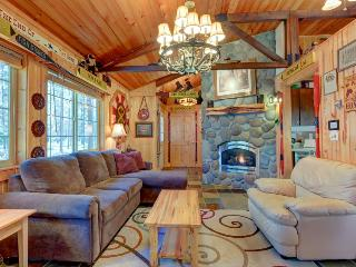 Charming cabin w/ private hot tub, SHARC passes, great location - dogs ok! - Sunriver vacation rentals