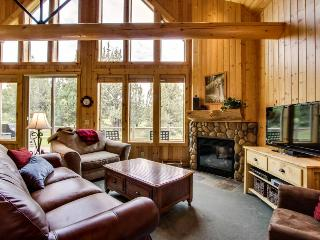 Luxurious resort attractions on the 18th green with shared hot tub! - Redmond vacation rentals
