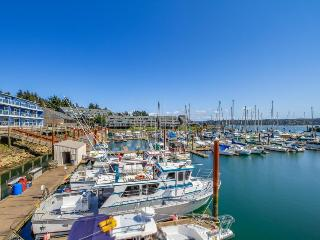 Pet-friendly condo w/bay views, balcony, shared hot tub/pool - Newport vacation rentals