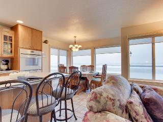 Spacious 6-bedroom home w/ oceanviews & patio! - Rockaway Beach vacation rentals