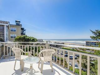 Great views of the ocean and river w/ easy beach access and hot tub - dogs OK! - Lincoln City vacation rentals