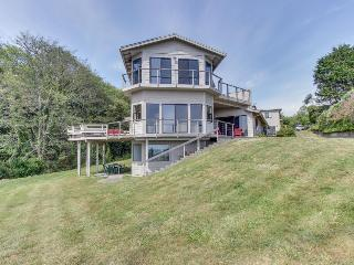 Stunning oceanfront, pet-friendly home with room for 10! - Brookings vacation rentals