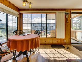 Cozy cottage with ocean views, elevated deck, close beach access! - Rockaway Beach vacation rentals