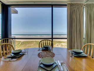 Oceanfront two-bedroom unit with gorgeous views! - Seaside vacation rentals