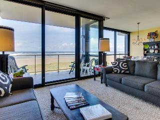 Cute and spacious condo with an oceanfront view! - Seaside vacation rentals