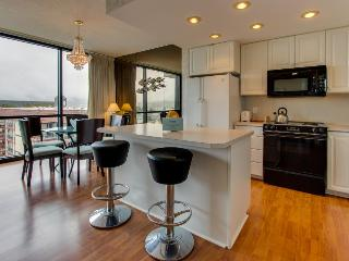 Oceanview condo with shared hot tub & modern decor - Seaside vacation rentals