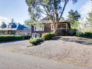 Great pet-friendly duplex with room for four, close to beach - Gearhart vacation rentals