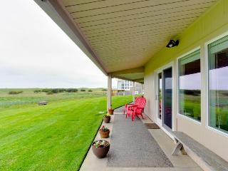 Oceanfront, dog-friendly getaway w/ cozy wood-burning fireplace - Gearhart vacation rentals