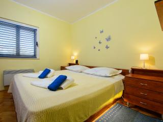 Cozy Apartment close to the beach & airport - Kastel Stafilic vacation rentals