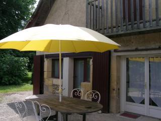Les Crèches en rez de jardin d'une maison typique du Périgord, 2km de Bergerac - Lembras vacation rentals