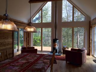 Hot tub lodge in Nethy Bridge, Cairngorm National Park, sleeps 10.  An Cala. - Nethy Bridge vacation rentals