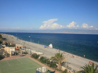 pace e tranquillità in riva al mare - Messina vacation rentals