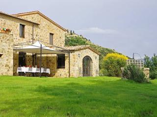 Nice 4 bedroom Montalcino Villa with Internet Access - Montalcino vacation rentals