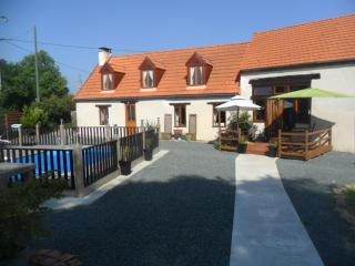 Bright 4 bedroom Chateaumeillant Gite with Deck - Chateaumeillant vacation rentals