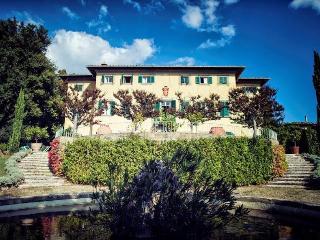 Gorgeous 10 bedroom Bucine Villa with Internet Access - Bucine vacation rentals