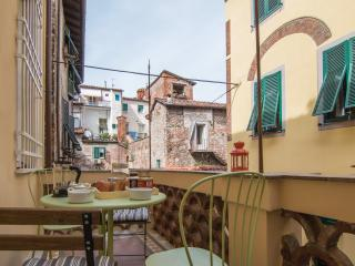 Lucca with terrace & wi-fi - Lucca vacation rentals