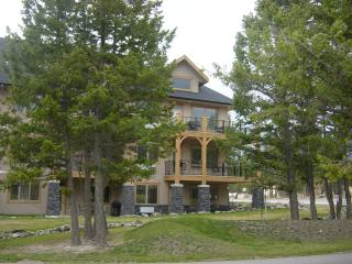 AMAZING 3 BEDROOM ON RADIUM SPRINGS GOLF COURSE, - Radium Hot Springs vacation rentals