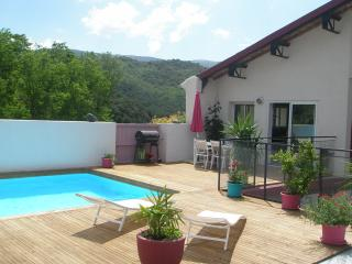 3 bedroom House with Internet Access in Maisons - Maisons vacation rentals