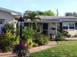 Pet Friendly, Minutes to Madeira Beach. Tropical P - Seminole vacation rentals
