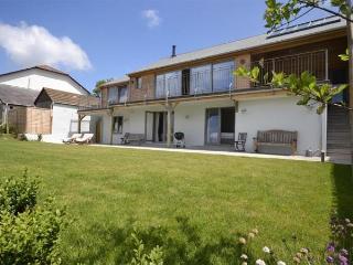 Sunny 4 bedroom Bantham Cottage with Washing Machine - Bantham vacation rentals