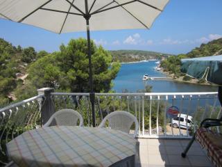 35078 A1(3+2) - Cove Piskera (Necujam) - Solta vacation rentals
